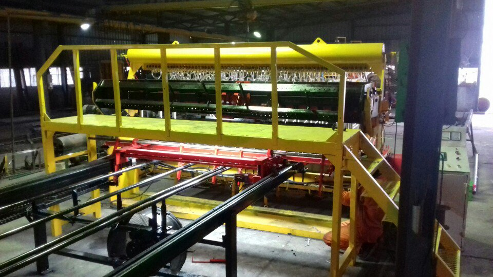 Hàng rào lưới thép được sản xuất trên dây chuyền hiện đại
